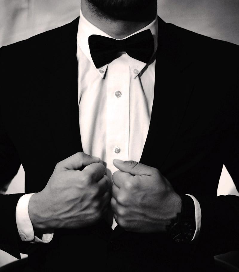 Schwarzer Anzug und Herrenuhr