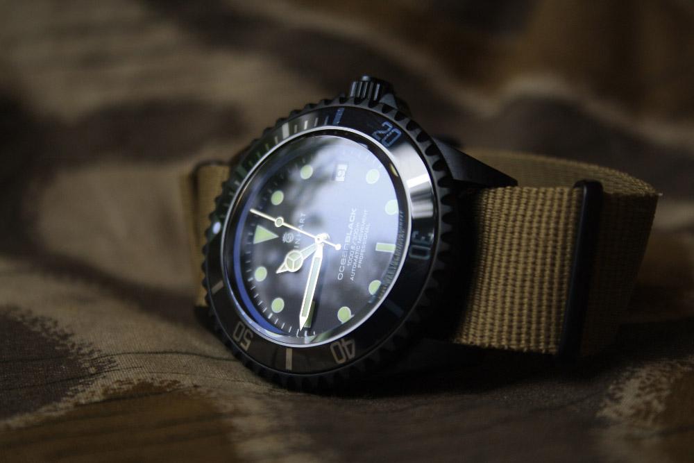 Taucheruhr Steinhart Ocean Black mit Natostrap